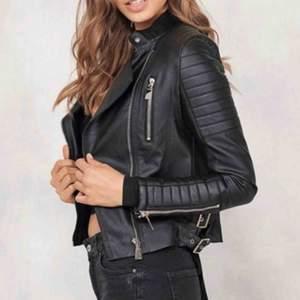Moto jacket/skinnjacka från Chiquelle Strl: 36 men skulle säga är som XS köpt för 700kr förra året och knappast använd!