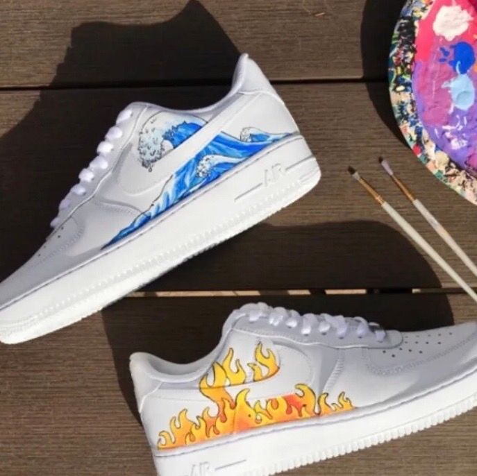 Jag har börjat måla på skor och har nu bestämt mig för att göra custom made åt er💖 Om det är ett mönster som ni vill ha på era skor är det bara att skicka skorna till mig eller om ni vill ha nya skor, nya skor brukar oftas gå på runt 799kr💕 Lånade bilder!. Skor.