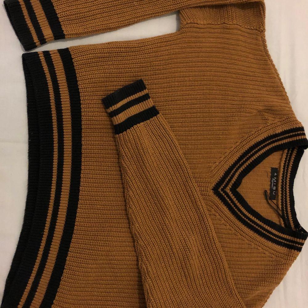 Suuuuperfin stickad tröja köpt från New Yorker. Den här tröjan är jättebekväm och är inte alls kliande :) Köparen står för frakt  🚚 ❤️. Stickat.