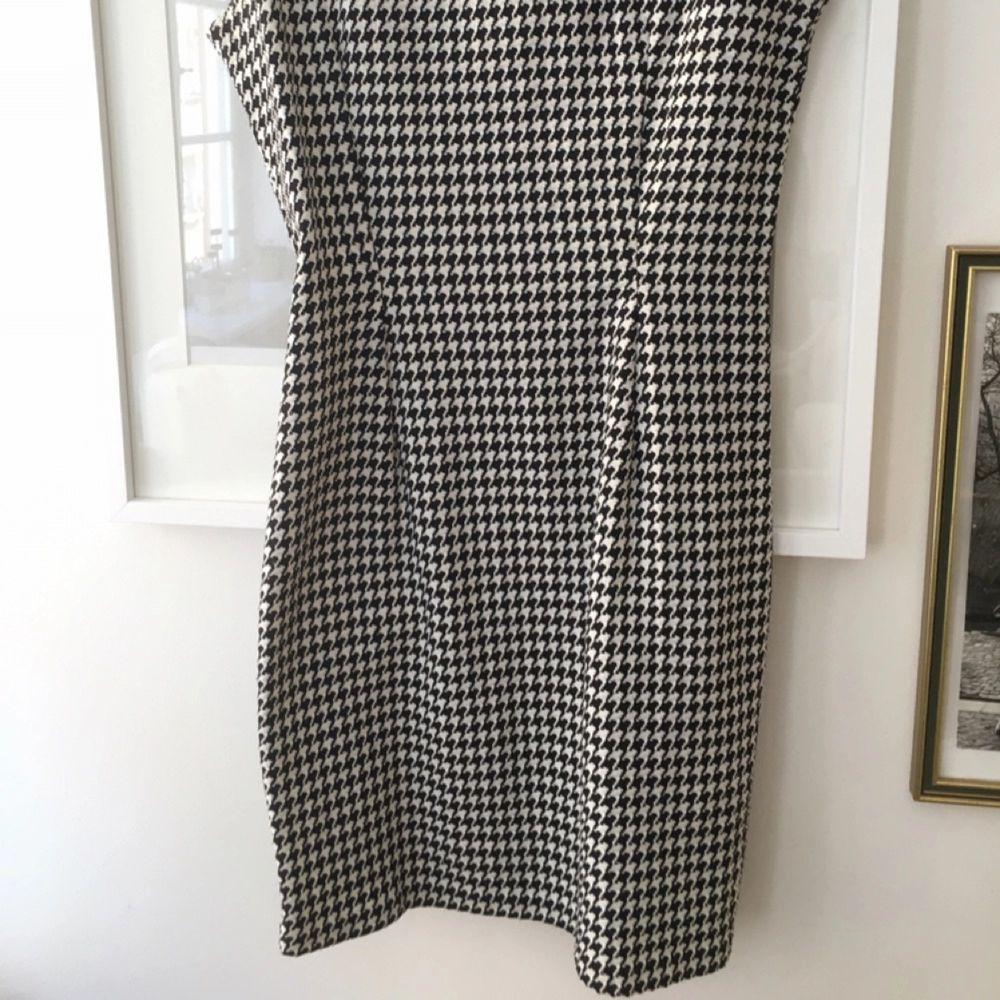 60-tals klänning. Fodral. Storlek 36. Bra skick från secondhand.  . Klänningar.