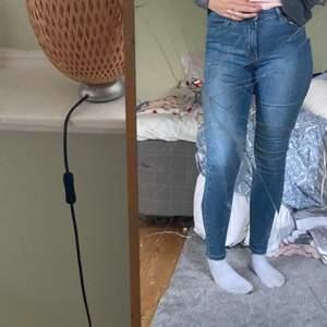 Blåa jeans från vero Moda i bra skick, köpa i vintras.