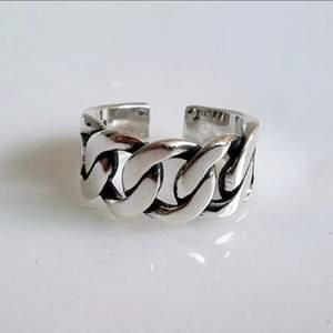 finaste ringen, passar alla storlekar, reglerbar. 150kr ink frakt.
