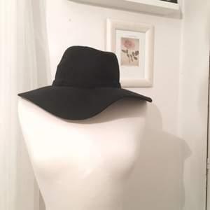 Svart hatt från hm !