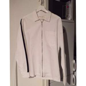 Skjorta från junkyard xxxy. Aldrig använd. Köpare betalar frakt.