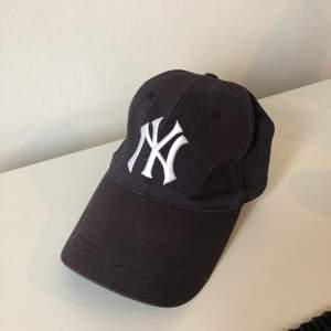 """Dad hat"" New York Yankees  New Era Storlek 58cm Köparen står för storlek"