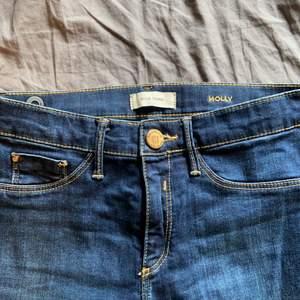 Lågmidjade River island jeans. Skicka pm för beskrivning/bilder