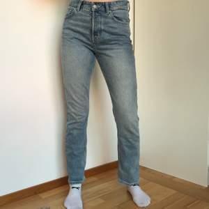 Superfina weekday jeans. Fint skick. Säljer pga använder inte längre. Budgivning kan förekomma.