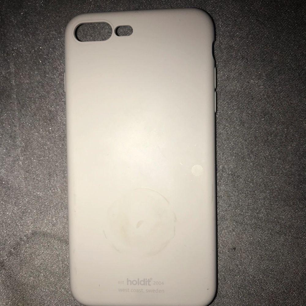 Har skal till iPhone plus 7/8 osv. 100 kr st, det gråa kostar 50 kr eftersom det finns ett litet märke där bak . Övrigt.