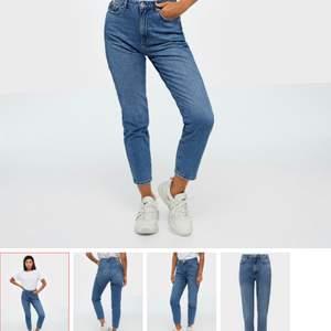 Säljer dessa snygga mom jeans pga för små tyvärr. Endast testade. Ord pris 499 💙Frakten är inkluderad i priset 💙