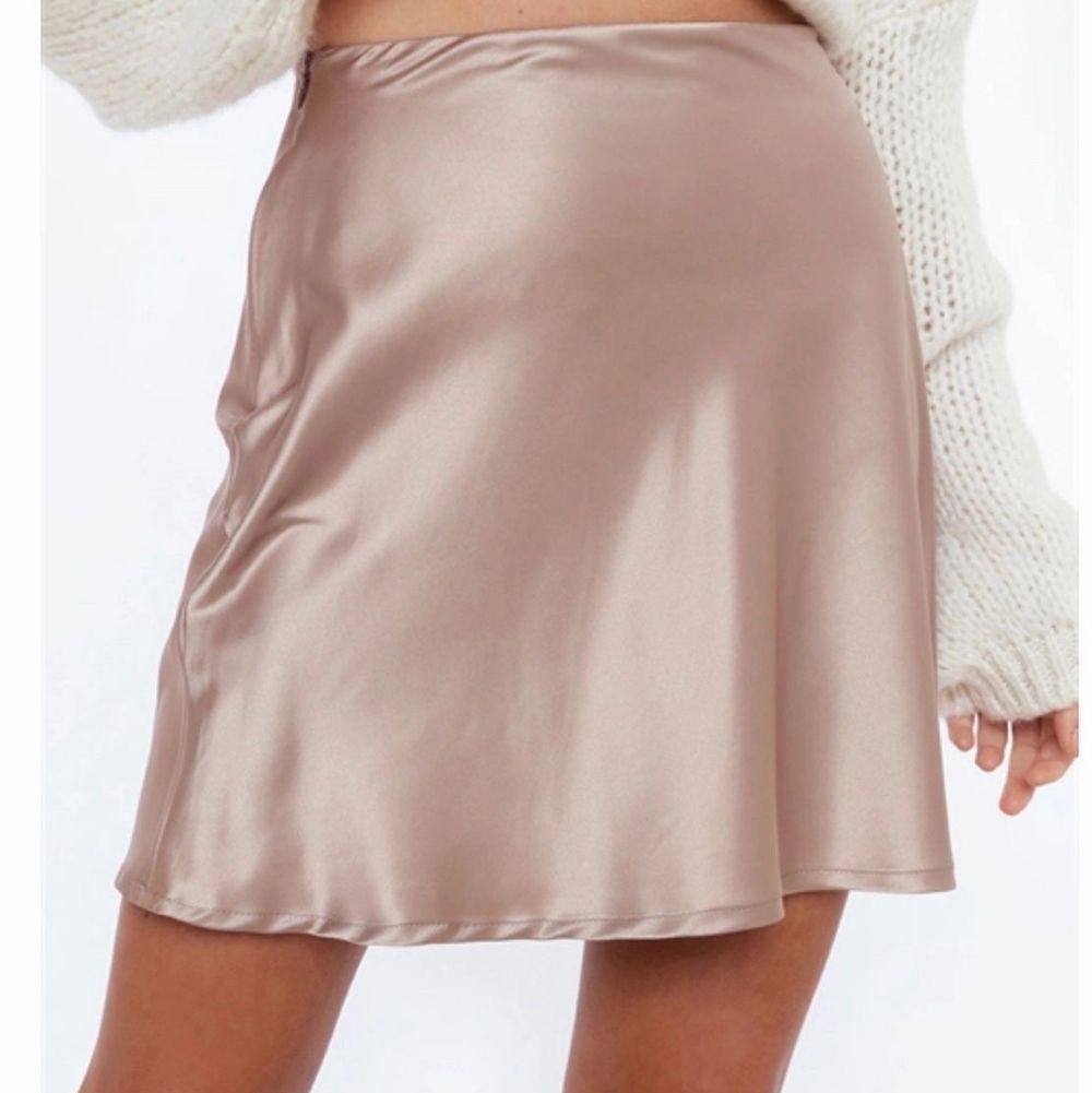 Jätte söt kjol ifrån chiquelle! Använd ca 2 ggr, mycket fint skick. köparen står för frakt!❤️. Kjolar.