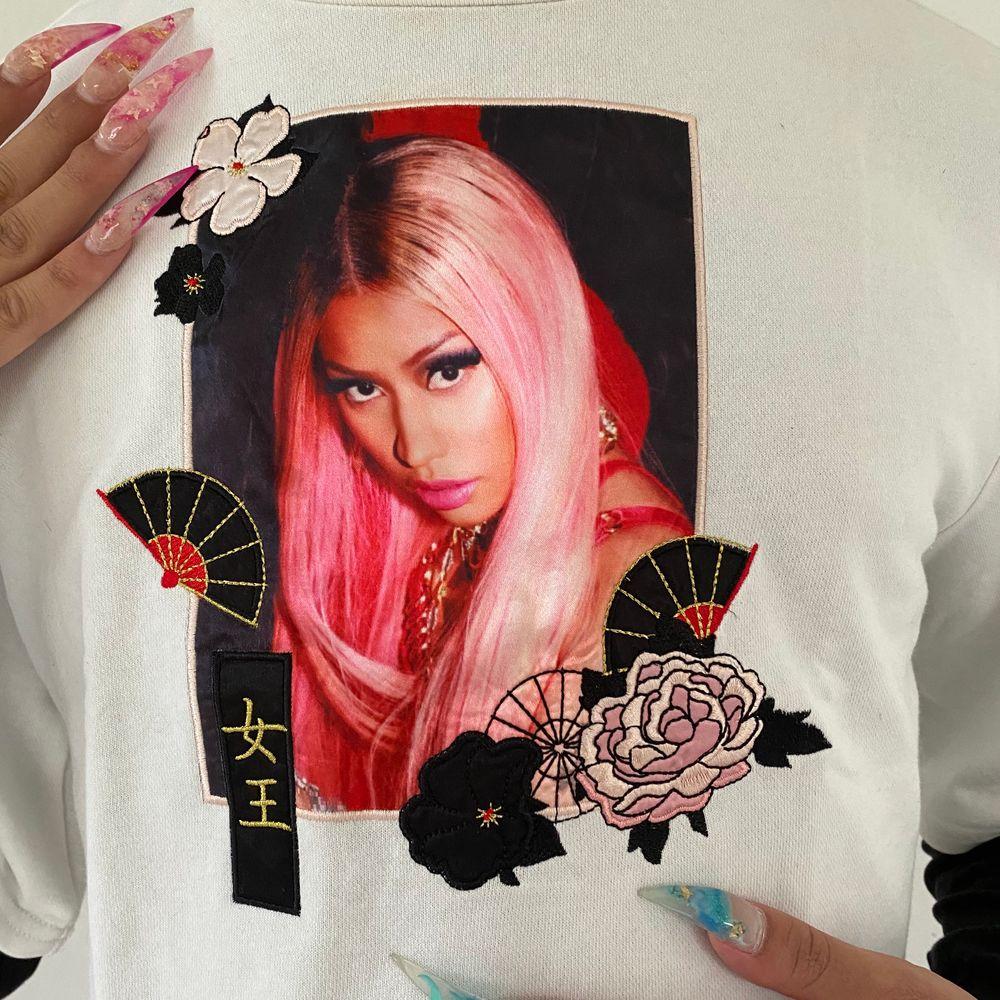 Nicki Minaj crop top från hennes kollektion med hm! Fraktar för extra kostnad 🦋. Toppar.