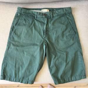 Fina gröna shorts från Celio för man. Storlek 38. Bra begagnat skick