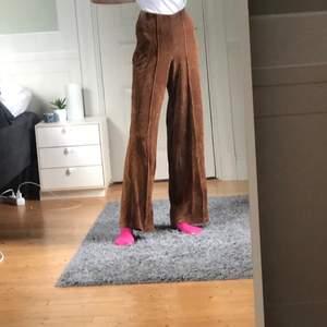 Mjuka Manchester-kostymbyxor i storlek xs