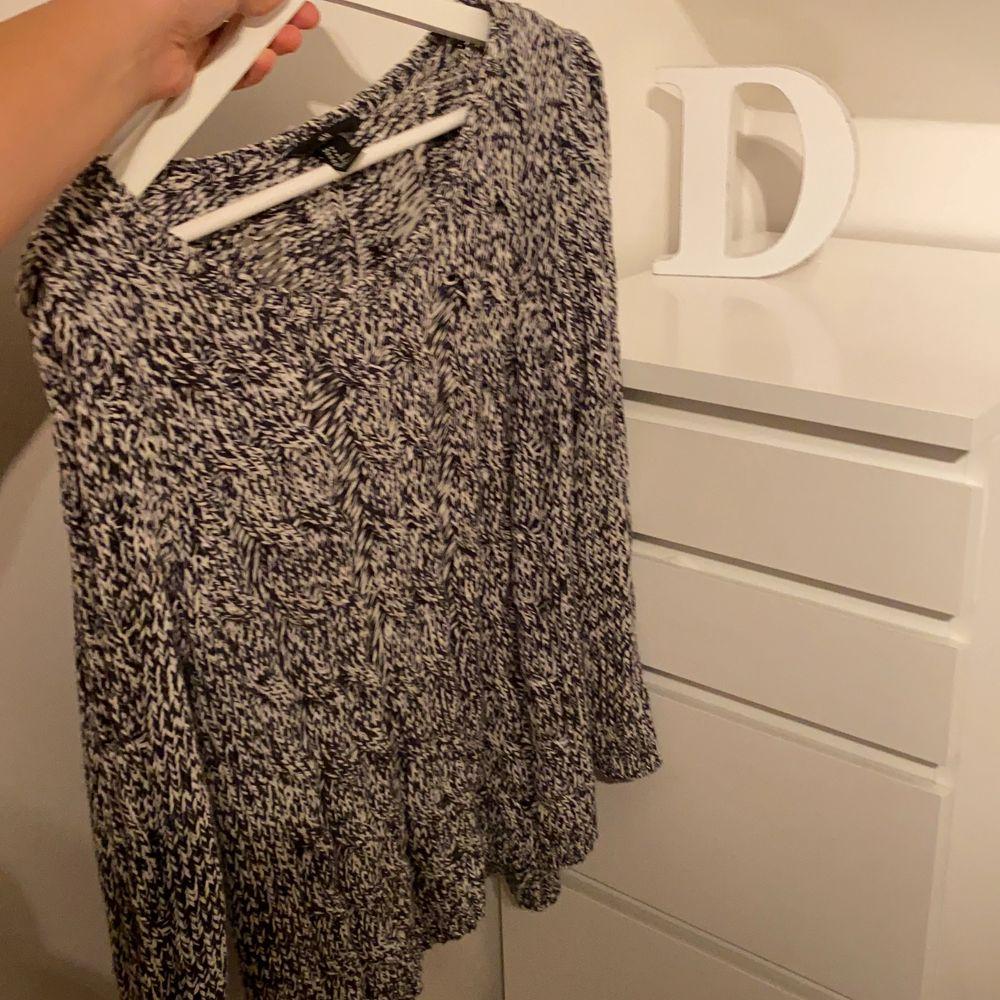 Säljer denna super fina stickade tröjan. Har sällan används. Storlek M pris: 100kr ink frak. Tröjor & Koftor.