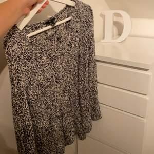 Säljer denna super fina stickade tröjan. Har sällan används. Storlek M pris: 100kr ink frak