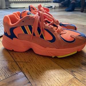Adidas Yung 1 i orange! Svår att hitta nånstans att köpa, säljs pga att jag inte använder dom . Använt max 5 gånger. Så i väldigt bra skick! Buda!