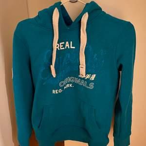 Jättefin hoodie som är köpt på SuperDry i Berlin.            Endast använd ett fåtal gånger så tryck och allt är som nytt. Pris kan diskuteras.