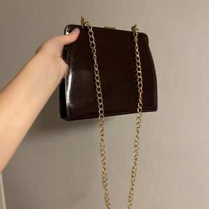 skitsnygg handväska, med en matchande spegel :) köpt på secondhand, köpare betalar frakt <3
