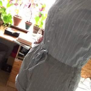 Jätte fin jumpsuit i shortmaterial, säljer då den är lite för liten för mig.