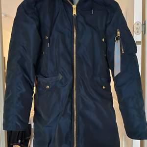 Köpte en vinterjacka för något år sedan som knappt är använd pga för liten! Nypris 2000kr, säljer för 500kr!