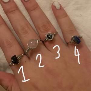 1: tigereye 2: rosequarts 3: hematit 4:soldavite  - alla kristaller är äkta & har egna specifica fördelar :)