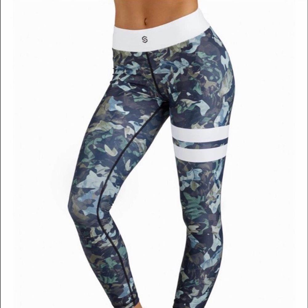 Säljer nu dessa snygga militär strongertights då de är försmå för mig. Väldigt bra skick. Helt slutsålda på hemsidan. Köparen står för frakt❣️  (står ej för postens slarv) . Jeans & Byxor.