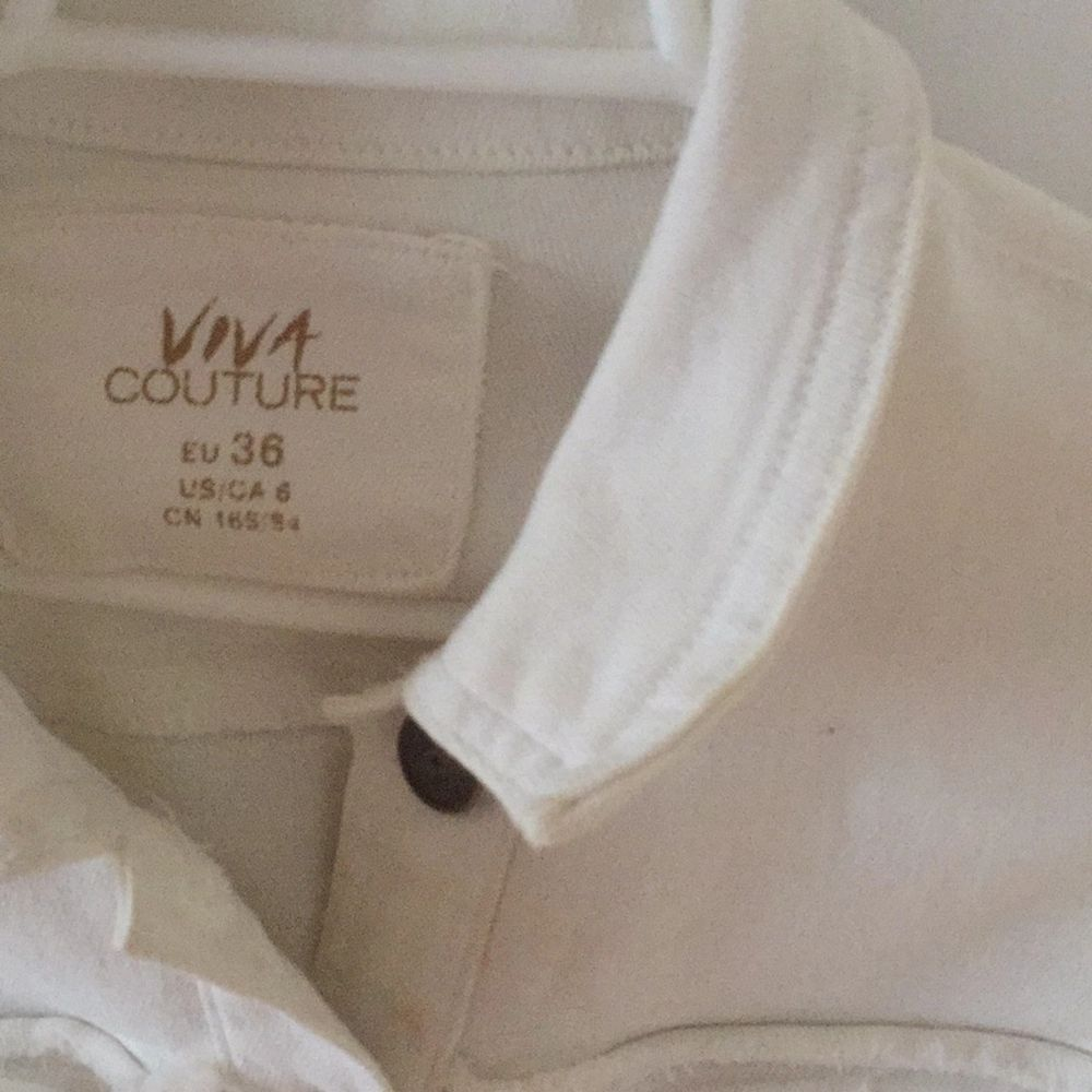 Cool white jeans jacket, good condition, flare arms. Sits tight.. Jackor.