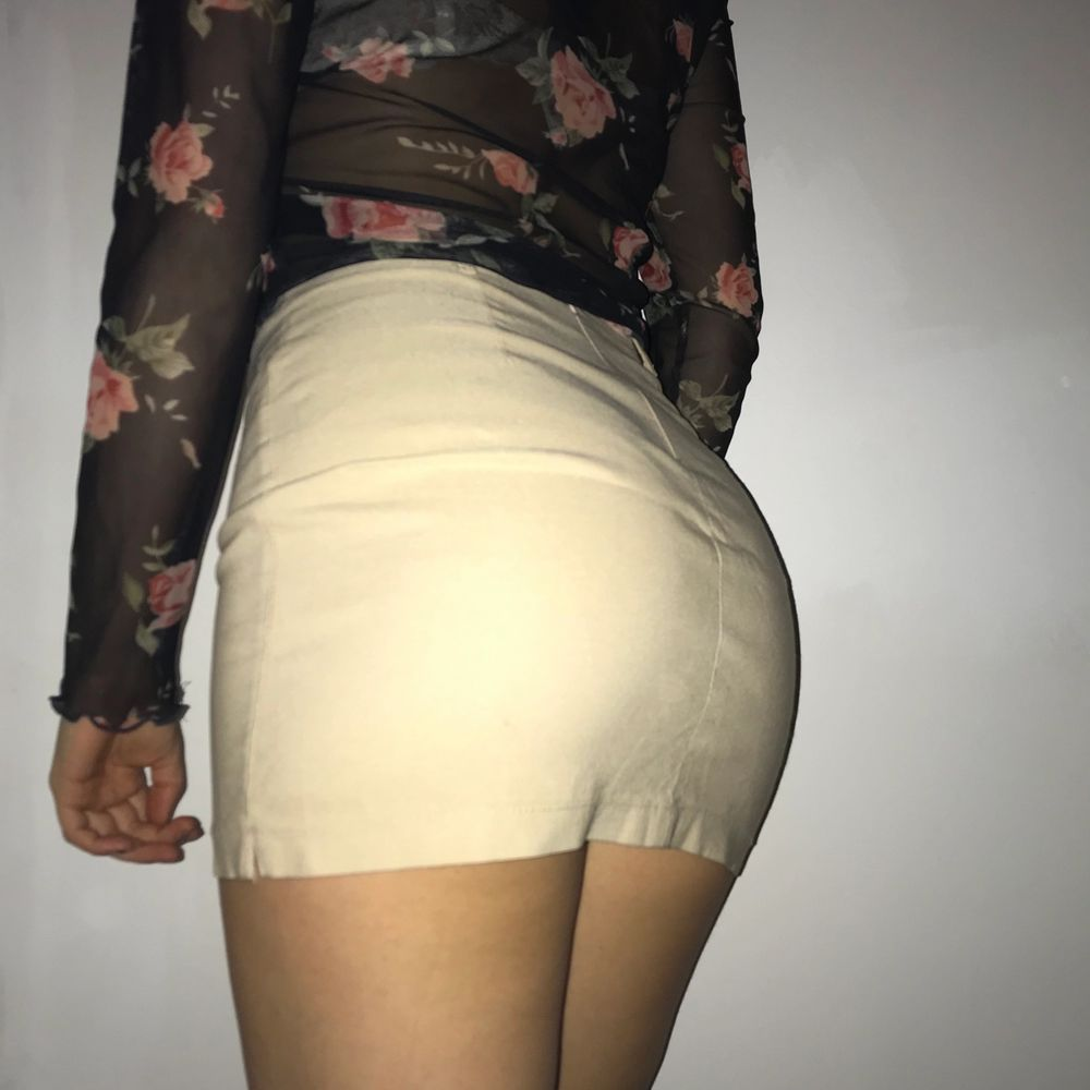 sassy beige kjol . Kjolar.