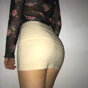 sassy beige kjol