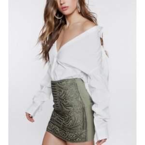 Säljer denna fina kjol från ivyrevel. Använd några gånger. Storlek XXS