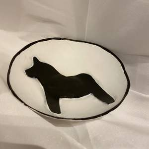 Handgjorda skålar i keramik, använd till smycken, godis eller bara som en cool prydnad 🙏🏻 Perfekt som julklapp🥰