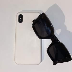 Ett vitt silikonskal till iPhone X. Knappt använt. Köparen står för frakten 💕