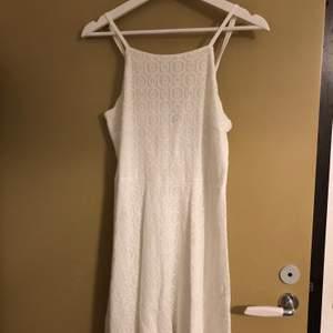 Vit söt klänning. Lite använd🌸