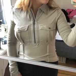 Svin cool tröja från Versace, väldigt skönt material men används inte längre :( 💞