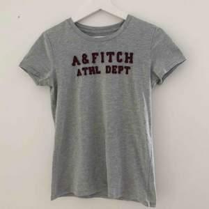 Äkta Abercrombie & Fitch t-shirt. Använts cirka 3 ggr.