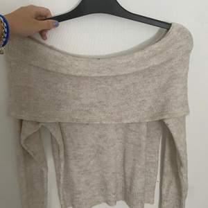 Super fin off shoulder tröja från h&m, str xs men kan även passa s.