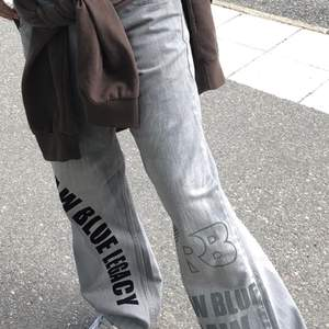 säljer dessa jeans då de e lite stora på mig i midjan! extremt coola☺️ är i de skicket som på bilden!