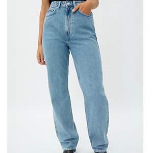 Säljer ett par nya rowe high waist jeans pga fel storlek från weekday. Ord pris 500kr.