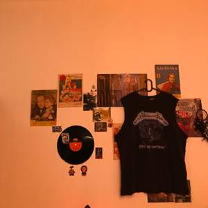 Ett svart Metallica linne i storlek XL ifrån H&M. Säljer pga att det aldrig används. Använd ett fåtal gånger. Säljer för 60kr + frakt🖤💙