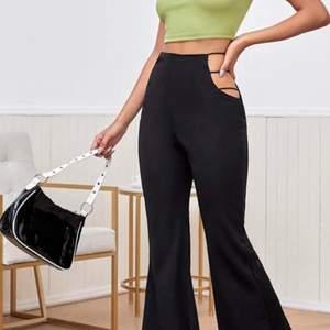 Skitsnygga byxor som aldrig är använda, säljer pga att de är för korta för mig som är 175cm. Startpris 200kr 🌟 buda mer än 10 kr för varje höjning 🌟❤️ frakten ligger på 50kr