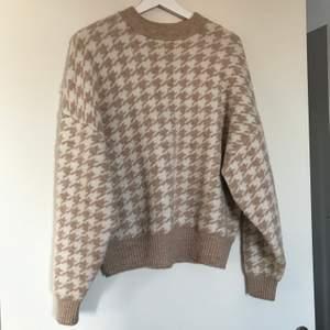 Supermysig och varm tröja från hm som tyvärr inte kommer till användning. Storlek M. Frakt tillkommer på 60kr