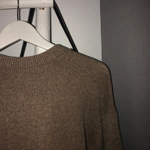 Säljer denna stickade tröja från zara. Nyskick. Frakt på 60kr tillkommer 💞