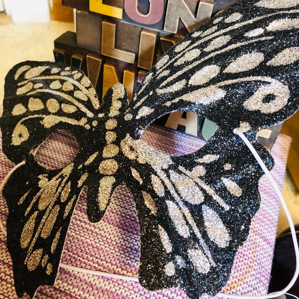 A butterfly face/eye mascarade, let's get party for holiday season like halloween or costume party. 💃🏼👗👑👒🎩👠 for only 40kr, Not use 🦋🦋🦋. Accessoarer.