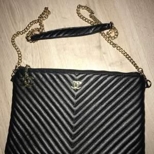 Chanel kuvert väska  Aa-kopia aldrig använd. Avtagbart axelband. Super fin kvalité