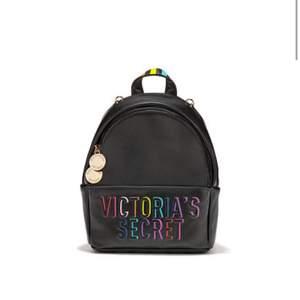 Säljer min absoluta favoritväska, äkta Victoria's Secret!  Nypris: 875kr! TAGS KVAR, samt papper i väskan!