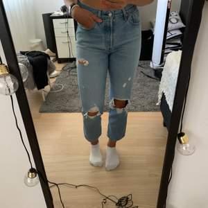 Säljer mina välskötta jeans från Lewis. Bud i kommentarerna! Jag är 1,70 lång. Frakt betalas av köpare.