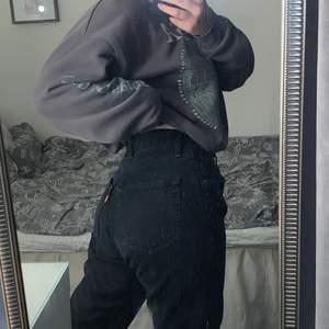 Svarta raka jeans från Levi's! köpta secondhand så vet ej om de är äkta därav priset!