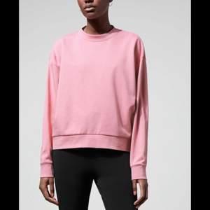 Säljer en babyrosa sweatshirt som knappt är använd💗💗