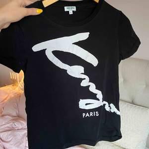 Helt NY kenzo t-shirt, nypris är 1000kr men kan diskutera pris vid snabb affär! Kram ❤️