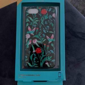 Kate Spade iPhone 7 hybrid hardshell case för iPhone 7  Begagnat skick. Kate Spade loggan syns ej på utsidan, se bild 2.  Kan skickas mot porto 11:-